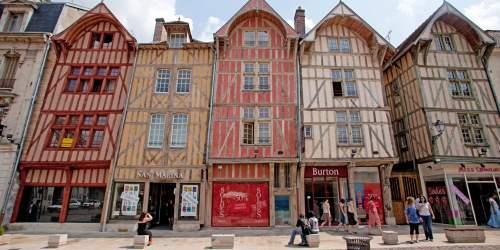 Timber frames Rue Emile Zola  © Nicolas Dohr