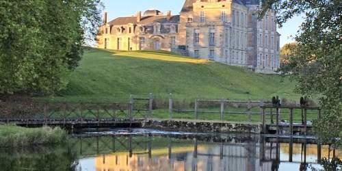Vue du Château de Cirey à partir de l'écluse