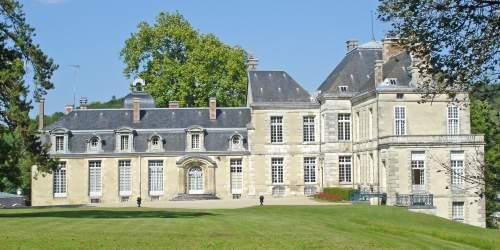 Facade du Château de Cirey